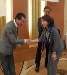 所属委員長と握手1