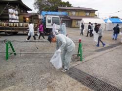 清掃活動の模様 (2)