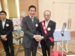 伊藤会員と握手