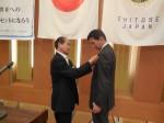 伊藤 正樹 会員へバッジ贈呈