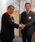 伊藤新入会員と伊藤委員長